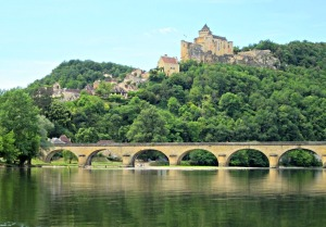 Canoeing on the Dordogne in glorious weather. Photo credit: Cinda MacKinnon.